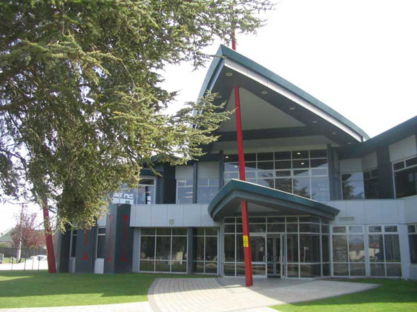 Aranui High School